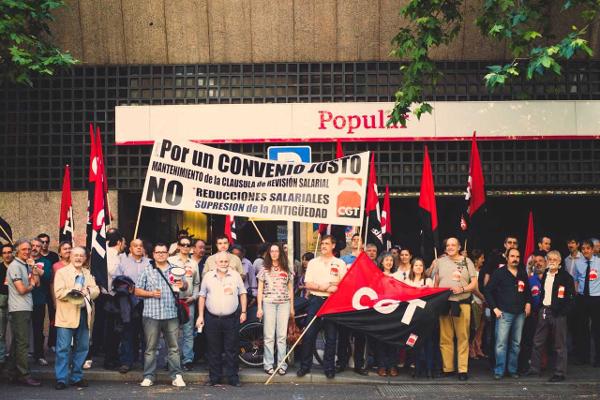 Cgt se moviliza ante la sede de la aeb exigiendo un for Convenio oficinas madrid